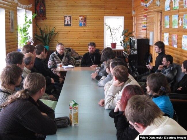 Дискуссии с молодежью в Миссионерском центре. Тула, Вознесенский приход