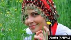 """Анна Сенюшкина исемле мари кызы 2011 елда Хабаровскида """"Сабан туе чибәре"""" бәйгесендә катнашты"""