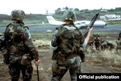 Солдаты 82-й воздушно-десантной дивизии армии США на Гренаде