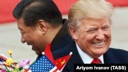 Президент Китаю Сі Цзіньпін (л) і президент США Дональд Трамп на зустрічі у Пекіні, 9 листопада 2017 року