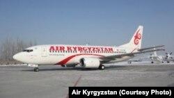 Самолет Boeing 737-300 авиакомпании Air Kyrgyzstan.