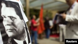 Serbia -- A supporter wears a t-shirt depicting late Yugoslav communist leader Josip Broz Tito during a ceremony commemorating the 30th anniversary of his death in Belgrade, 04May2010