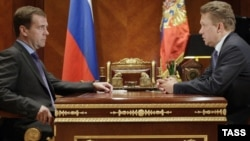Дмитрий Медведев (слева) и Алексей Миллер
