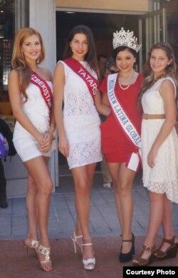 """""""Мисс Азия"""" бәйгесендә катнашучылар. Сулдан икенче - Хәдиҗат Нурбагандова"""