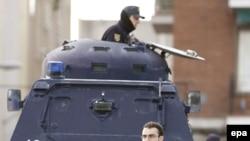 Полиция обеспечивает охрану суда над организаторами взрыва поездов, за которыми не уследили гвардейцы