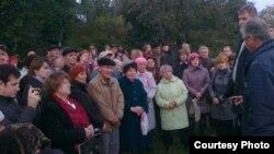 Жители Ульяновска в очередной раз выходят в городской парк, требуя прекратить строительство гостиницы. Сентябрь 2013 г.