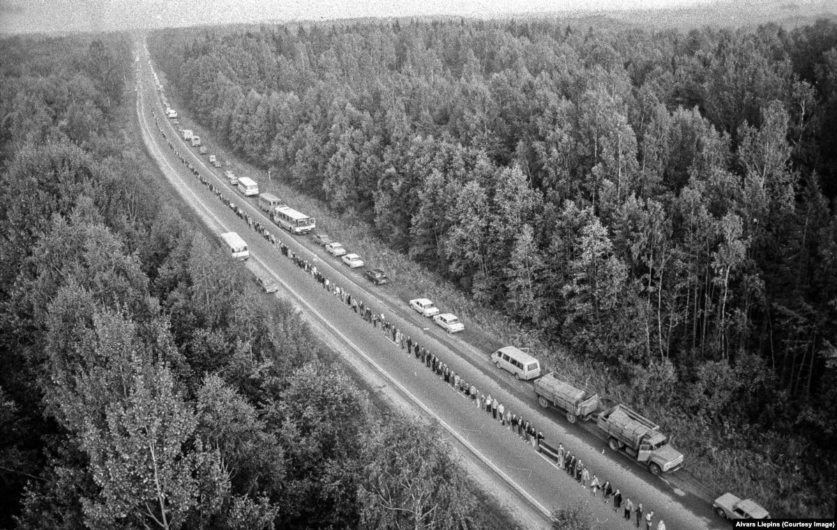 30 лет назад: фотограф задокументировал Балтийский «живую цепь» с высоты птичьего полета