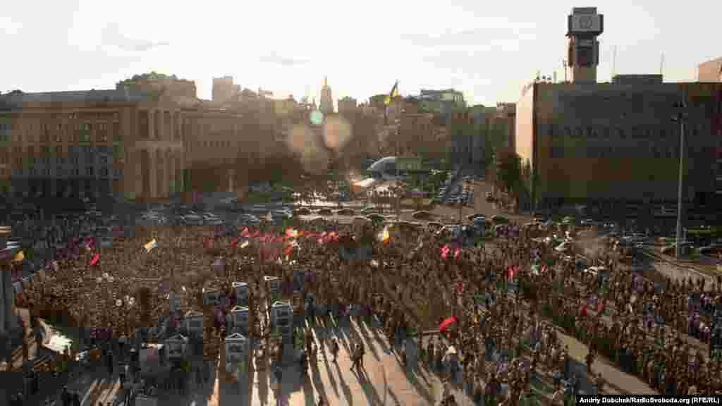 Вече проходило на площади Независимости