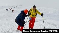 Лыжная гонка на Эльбрусе (архивное фото)