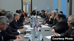 На кыргызско-французском бизнес-форуме. Париж. 25 марта 2015 года.