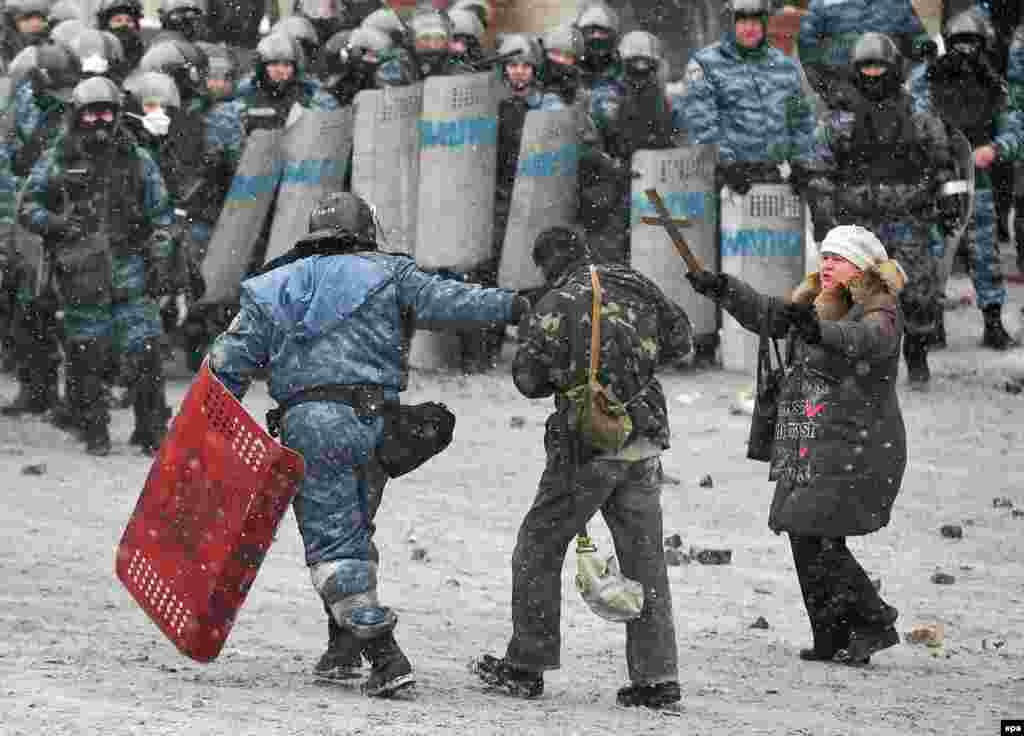 Киев, 22 января. 14 человек арестованы по обвинению в участии в массовых беспорядках на улице Грушевского.