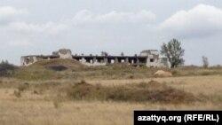 Место бывшего уранового рудника близ села Калачи. Акмолинская область, 7 сентября 2014 года.
