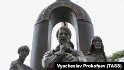 Открытие памятника режиссеру Тарковскому в Суздале