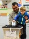 Архивска фотографија- гласање на избори