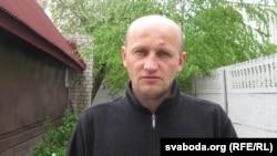 Канстанцін Жукоўскі каля свайго дому ў траўні