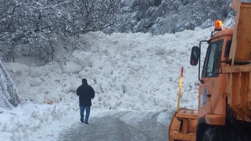 Патот Дебар  Маврово деблокиран  струја и натаму нема