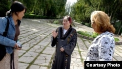 Kyrgyzstan -- Jusupjan (left) interviews women in Osh, November 11, 2011.