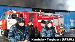 Барахолкадағы «Құлагер» базарындағы өрт. Алматы, 17 қараша 2013 жыл. (Көрнекі сурет)