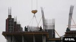 Ukraine -- builders at the work, Kyiv, Feb 2008
