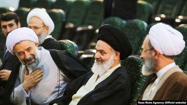 علی عباسی (چپ) و علیرضا اعرافی (راست)؛ رؤسای کنونی و پیشین جامعه المصطفی