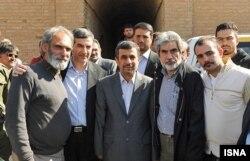 بازدید احمدینژاد از مراحل تولید فیلم رنج و سرمستی
