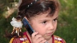 Balkanly, daşoguzly we lebaply ene-atalara okuwçylaryň mobil telefonlary mekdebe getirmeginiň berk gadagandygy duýduryldy