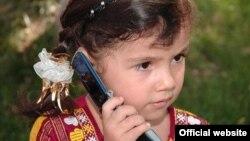 Mobil telefonly türkmen gyzjagazy