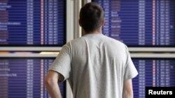 Турист в аэропорту. Иллюстративное фото.