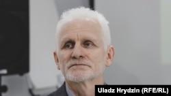 Олесь Беляцький