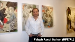 الفنان صدام الجميلي في معرضه
