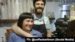 Анна и Михаил Гловинские в своей кофейне