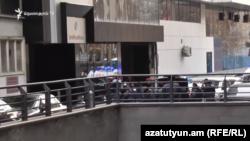 Бизнес-центр «Эребуни Плаза» оцеплен полицейскими, Ереван, 23 января 2020 г.