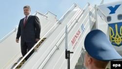 Украинскиот претседател Петро Порошенко при пристигнувањето во Минск.