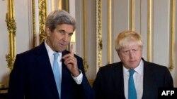 Государственный секретарь США Джон Керри (слева) и британский министр иностранных дел Борис Джонсон.