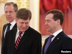 Сергей Лавров, Майкл Макфол и Дмитрий Медведев во время вручения верительных грамот 22 февраля 2012 года