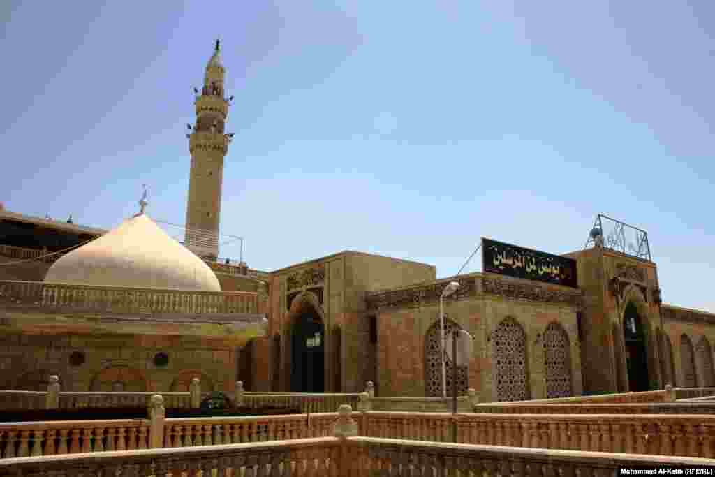 The mosque of the Biblical Prophet Jonah (Yunus) in Mosul, as it looked in 2013.
