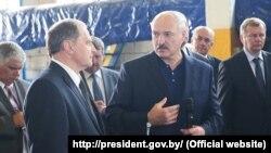 Аляксандар Лукашэнка (у цэнтры)