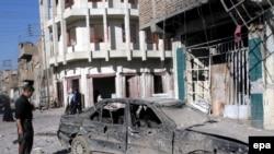 Будни Ирака. На месте взрыва заминированного автомобиля в Мосуле
