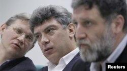 Слева направо: Владимир Рыжков, Борис Немцов и Сергей Пархоменко, лидеры протестного движения.