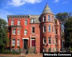 Ambrose Bierce-in Washington şəhərində evi (sağda)