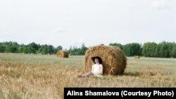 """Дмитрий Богер в """"женском"""" платье. Фото: Алина Шамалова"""