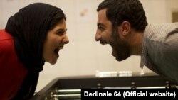باران کوثری (چپ) و نوید محمدزاده در فیلم «عصبانی نیستم»