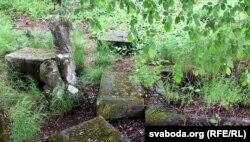 Разбураныя могілкі Скірмунтаў у Моладаве