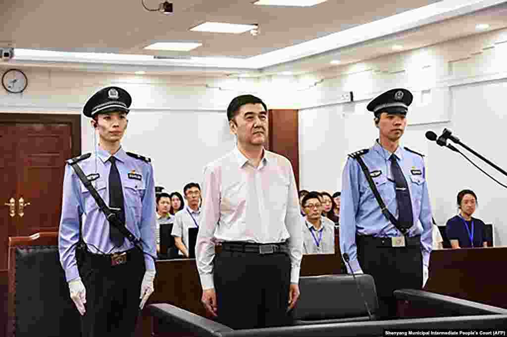 КИНА - Судот во Кина го осуди на казна доживотен затвор поранешниот висок ујгурски политичар Нур Бекри, за земање мито. Тој на судењето ги призна обвиненијата за корупција, објавија државните медиуми.