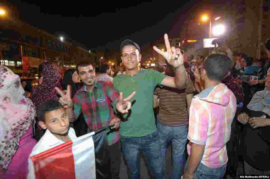 """26 мая в Египте начались президентские выборы. Голосование продолжалось три дня. Согласно обнародованным предварительным итогам, лидирует на выборах генерал Абдул-Фаттах аль-Сиси. Ас-Сиси, в прошлом году свергнувший президента Египта Мухаммеда Мурси и добившийся запрета на деятельность его движения """"Братья-мусульмане"""", с большой долей вероятности опередит своего конкурента Хамдина Саббахи. Политическое движение Мурси """"Братья-мусульмане"""" призвало своих сторонников бойкотировать выборы."""