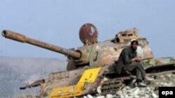Кабул қаласының маңында қалған советтік танктің қаңқасы. 2 ақпан 2006 жыл.