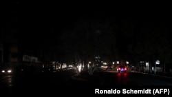 На улицах венесуэльских городов по ночам нет освещения из-за перебоев в работе ГЭС Гури. 7 марта 2019