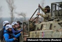 Сотрудники мониторинговой миссии ОБСЕ на Донбассе в ноябре прошлого года