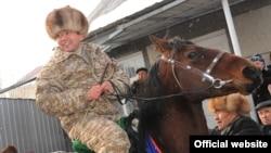 Өмүрбек Бабанов Таластагы иш сапары учурунда, 27-январь, 2012.