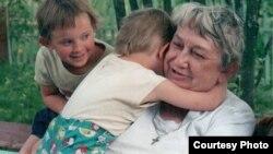Марина Салье с правнуками, 2002